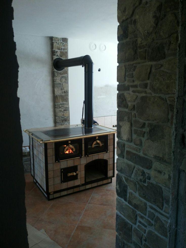 www.lafagagnese.com #cucina #cucinaitaliana #madeinitaly #cucinealegna #spolert #stove #woodstove #wood #kitchenwoodstove #fuoco #spazzacamino #kitchen #mobilisumisura #architecture #artigianato #pianocottura #cucinaeconomica #artigianatoitaliano lafagagnese #lafagagnese #mattone #sasso #travertino #shipping #worldwide #export wood stove woodstove