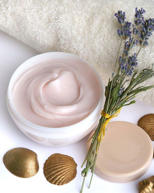 Elabora la receta de emulsión crema de base y aprovecha los beneficios de la cosmética natural casera para cuidarte día a día con ingredientes ecológicos.