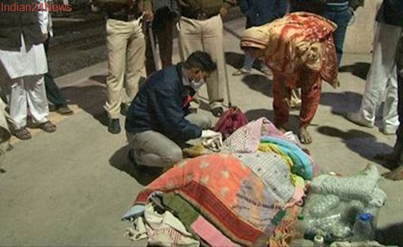Godhra station: Woman delivers baby on moving train; youth carry her on a cloth stretcher