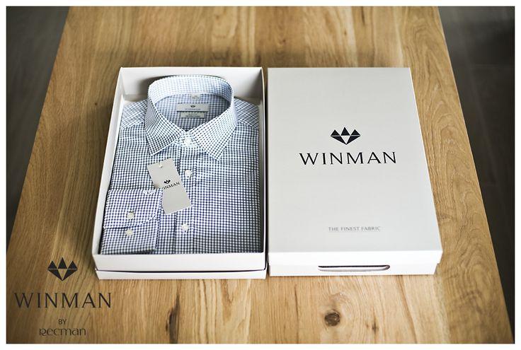 Koszule sygnowane logo Winman to modele z najwyższej jakości bawełny, co gwarantuje miękkość w dotyku, łatwą pielęgnację oraz niezwykły komfort noszenia. Model Winberg to biała koszula w niebieską kratkę z klasycznym kołnierzykiem i mankietami zapinanymi na guziki. Stworzona z dbałością o najmniejszy detal, tak byś poczuł się w niej po prostu doskonale. http://bit.ly/Recman_Winberg