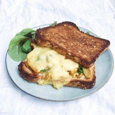 Restjes kip? Maak dit heerlijke broodje kip met kaas. De sandwich rooster je en de kip is mals en gekruid. Kerrie of kip kruiden. Meer kip recepten vind je