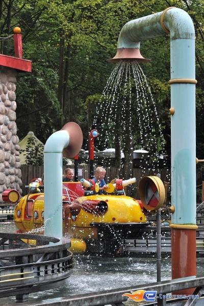 8/14   Photo de l'attraction Splash Battle située à Walibi Holland (Pays-Bas). Plus d'information sur notre site www.e-coasters.com !! Tous les meilleurs Parcs d'Attractions sur un seul site web !!