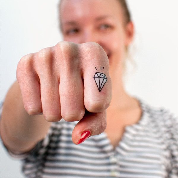 1000 ideas about diamond heart tattoos on pinterest stay gold meaning robert frost poems and - Tatouage diamant femme ...