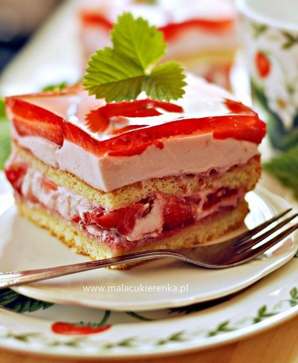 ciasto z truskawkami kremem jogurtowym i galaretka
