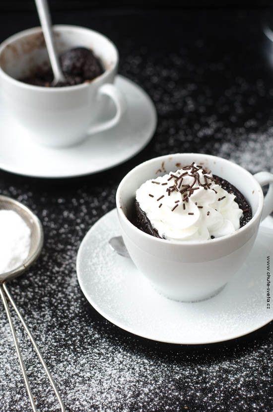 čokoládový dort z hrnku (mug cake)