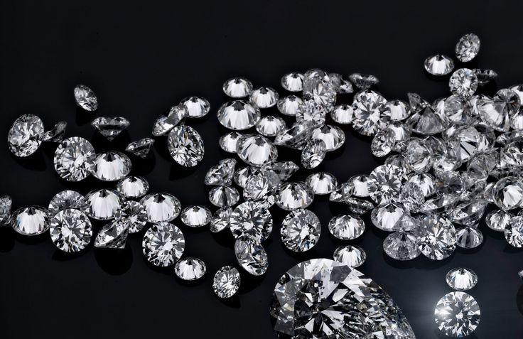 Diamanten, die edelsten aller Edelsteine, wirklich zu verstehen, ist eine Kunst, die man nicht aus Büchern oder in Workshops lernt. Man erwirbt sie nur durch langjährige Erfahrung und Wissen, angeeignet durch harte Anstrengung und Hingabe an dieses Handwerk.