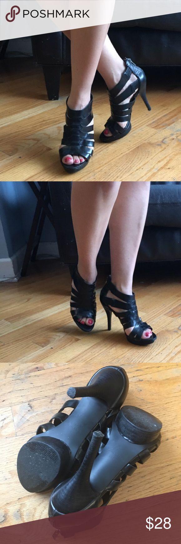 """Nine West Heels Very cute Black heel. Back zipper. In good condition. Heel height approx """"4""""in. Platform height approx """"3/4""""in. Size 6M. Nine West Shoes Heels"""