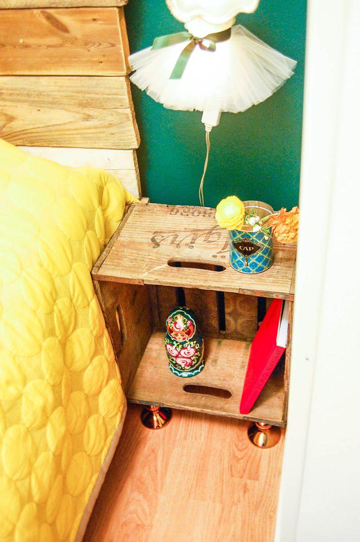 Återbruka en dryckesback eller äppellåda till nattduksbord eller sidobord. Foto: Matilda Ekström