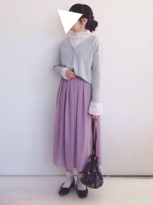 春コーデ。    初おろしのブラウスとスカートはどちらもDHOLIC。    レースブラウスの袖を多めに見せて華やかさを。    スカートは後ろがゴムでラクチン。  前と後ろのギャザーの感じが違ってシルエットがキレイです。  色はピンク寄りのパープルです。      いつも見てくださり、ありがとうございます。