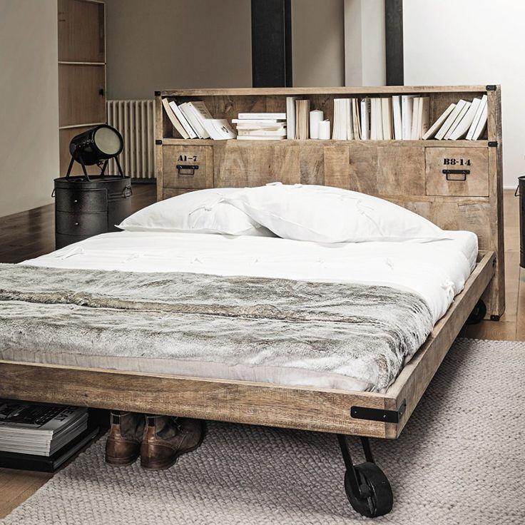 Une tte de lit avec bibliothque en bois maisons du monde - Lit voiture maison du monde ...