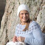 """765 Beğenme, 45 Yorum - Instagram'da Grethe Almås (@__perlemor__): """"🌸Til lillesøster og storesøster🌸 #ameliakjole fra #klompelompe @klompelompe strikket i #dalegarn…"""""""
