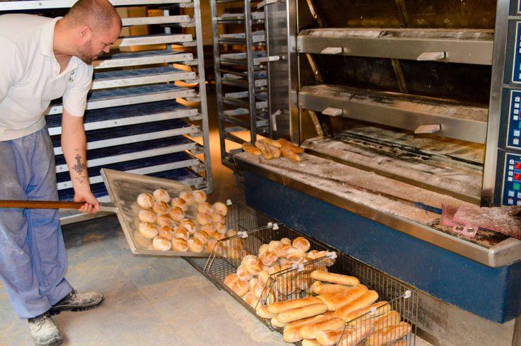 Super vers net uit de oven. #laplace #brood #oven #vers #lekker