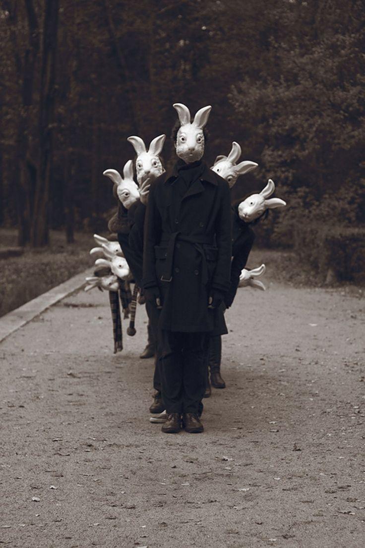 Картинки человека в маске кролика