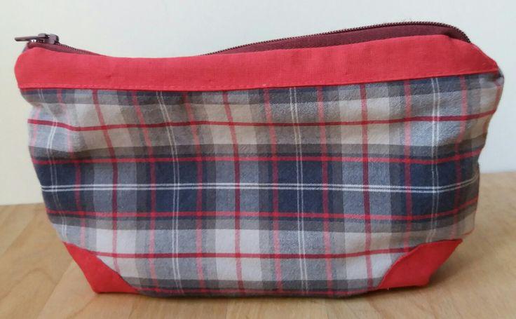 Pouchette riciclo...... ex pantalone del pigiama trasformato in pouchette...