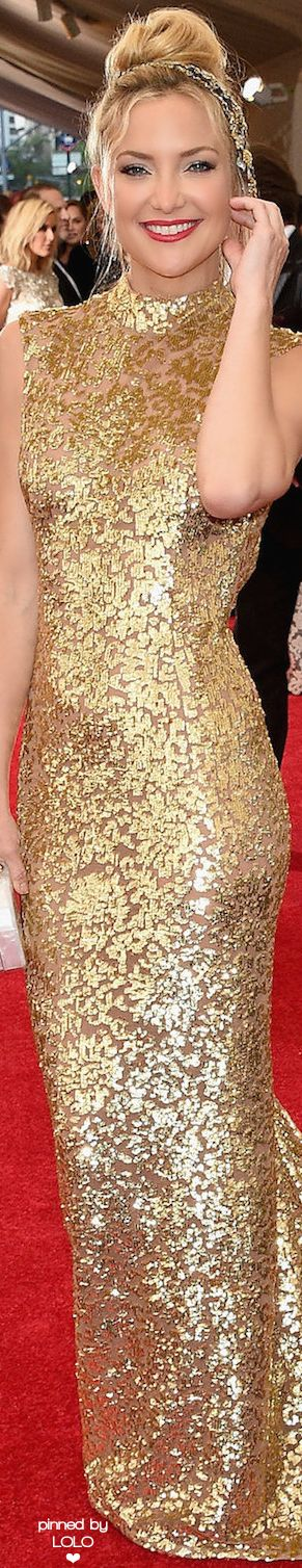 Kate Hudson in Gold Michael Kors on the Red carpet - Met Gala 2015