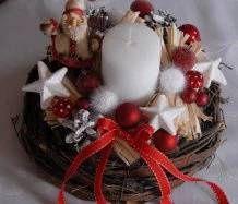 Vánoční svícen v proutí