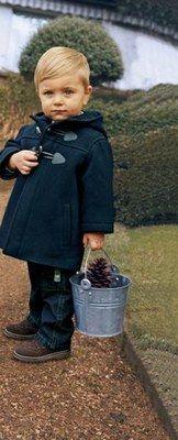 Duffle Coat Cyrillus - Les tendances Mode Enfants de la Rentrée 2006  - L'éternel Duffle-coat. LE chic anglais par excellence, classique et chic; follement pratique. Les marques pour enfants en proposent chaque année dans de nouveaux coloris...
