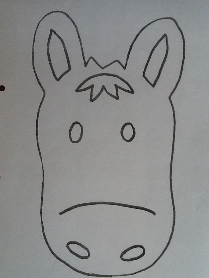 Masker van het paard van Sint. Kan er ook paardenmutsen van maken.