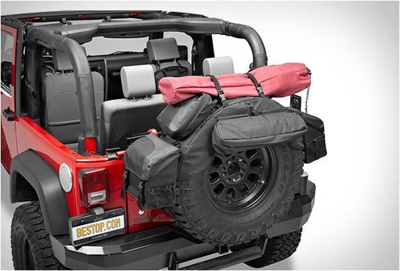 ARMAZENAMENTO PARA PNEU SOBRESSALENTE - ROUGHRIDER  O Roughrider é como uma mochila para o seu pneu sobressalente! dando-lhe uma solução de armazenamento extra para um veículo off-road.
