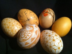 How to Make Your Own Onion Skin Easter Egg Dye