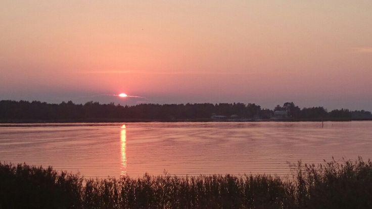 Punainen ilta Halkokarin rannalla