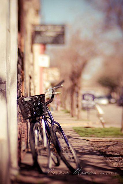 Bikes by Carmen Moreno Photography (BUSY), via Flickr  Lensbaby, bikes,blur