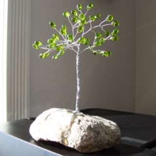 My mom made this tree out of wire and beads! Neat, huh?Diy Ideas, Crafts Ideas, Trees Crafts, Art Inspiration, Wire Crafts, Wire Trees, Jewlery Ideas, Beads Trees, Diy Jewlery