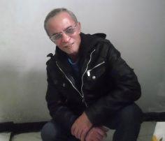 """Poeta y escritor Colombiano,nacido en la ciudad de Medellin,este escritor se caracteriza por sus ideas liberales y sus poemas satíricos, Admirador incansable de Sor Juana Ines de la Cruz, su poesía esta guiada por modelos Españoles, siendo un estudioso de este género.  Publicando en este año 2013 su primer poemario """"BUSCANDO UN SUEÑO"""""""