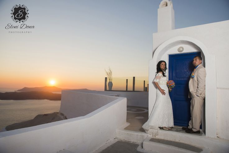 Destination wedding in Santorini.
