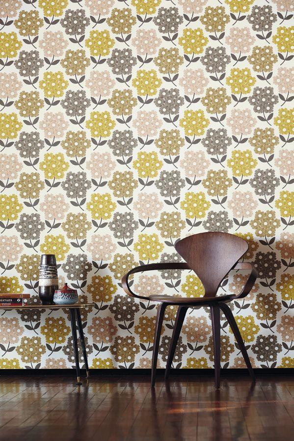 Orla Kiely är en internationellt känd formgivare. Hennes märke grundades 1995 för att visuellt uttrycka hennes kärlek till mönster, färg och textur. Hennes grafiska sätt att förenkla och stilisera vardagliga motiv tillsammans med rena ordnade upprepade konstruktioner uppnår hon en mycket modern stil. Art.nr 110414