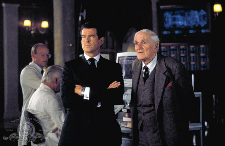 Desmond Llewelyn in The World Is Not Enough (1999)