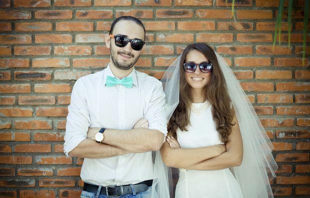 Porque se casam as pessoas: amor ou pressão social? Quanto tempo namoram antes de se casarem? Quem fala de casamento primeiro, os homens ou as mulheres? E em que país é que os homens ajudam mais com os preparativos? Temos a resposta a todas estas perguntas.