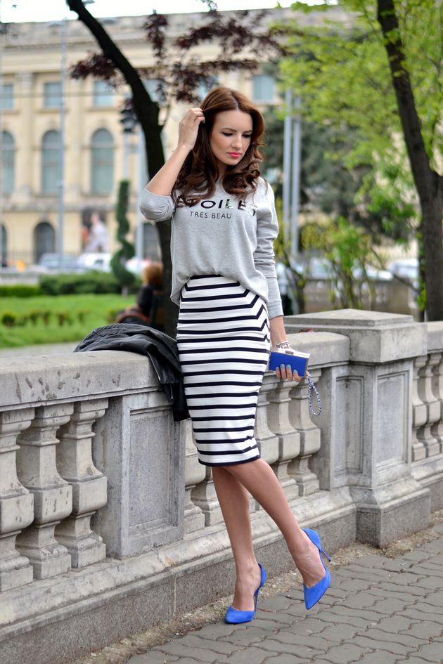 As listras horizontais da saia dão uma impressão de alargá-las. Assim, elas não parecem tão longas.