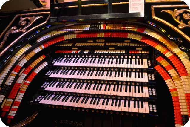 Organ Stop Pizza--Home of the Mighty Wurlitzer. If I'm ever in Mesa, Arizona, I've got to see this organ!Mesa Arizona, Organic Music, Arizona Home, Pipe, Music Experiments