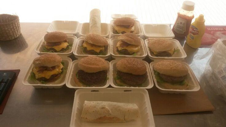 I nostri hamburger disposti in un 4-4-2 da Champions League