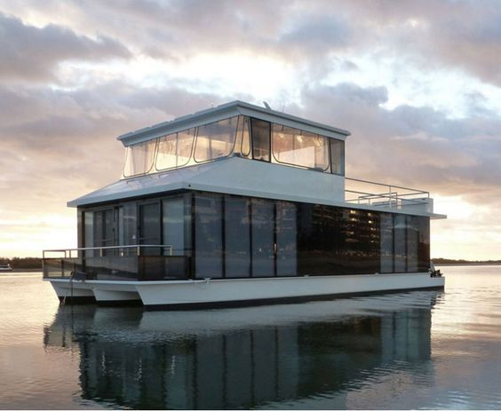 For Sale - Off-grid, luxury floating apartment on the Gold Coast (Australia).