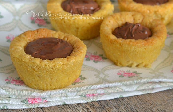 Tortine morbide alla nutella , veloci, si impastano con un cucchiaio di legno e sono ideali a colazione e merenda, ricetta dolce facile e golosa