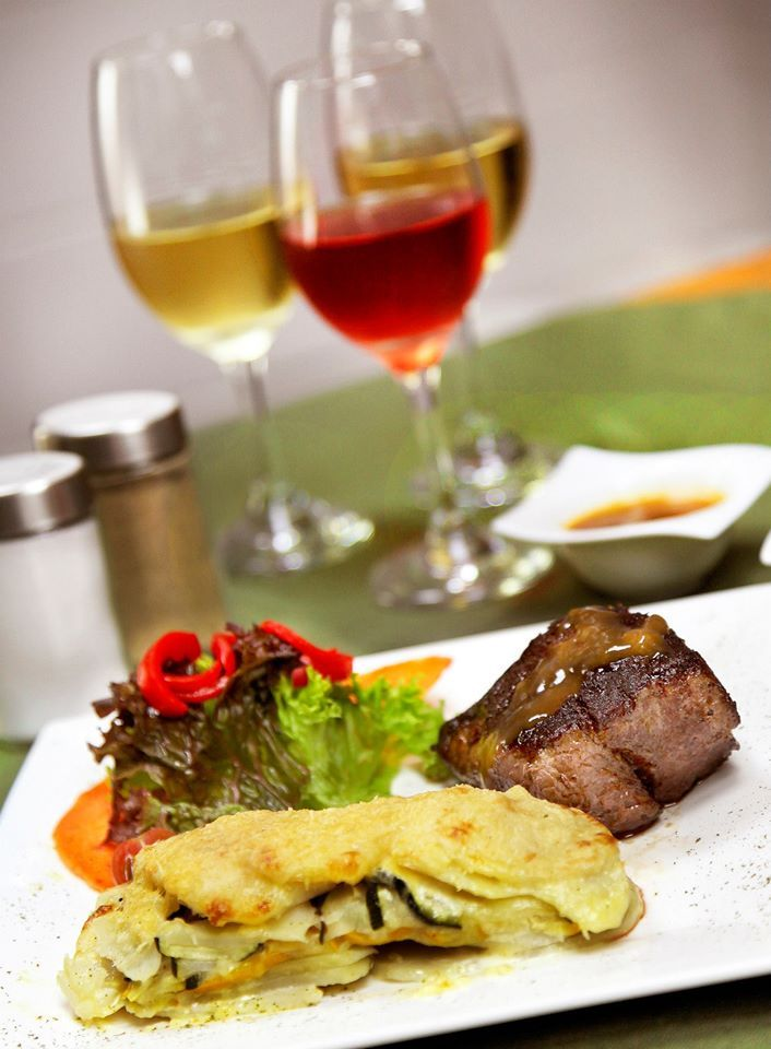#PlatoRecomendado en el restaurante #R.Bistro – SOLOMITO DE RES- corte grueso de solomito bañado en salsa bernaice y demiglase, acompañada con milhoja de papa y sukinis, gratinadas al horno.   #RestaurantesMedellín #Medellín #R.Bistro #Envigado #carnes #vinos #mariscos #calledelabuenamesa #mesaparados #Poblado #quehacerenmedellín #restaurantes #restorando  http://ow.ly/i/8GWKm
