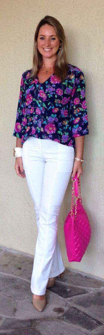 Look de trabalho - Look do dia - moda corporativa - calça branca - white pants - blusa floral - bolsa rosa