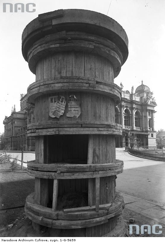 Kiosk na pl. Św. Ducha, 1935.