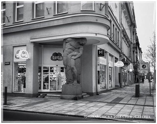 #cheb #eger #cesko #czechia #ulice #street #statue #sculpture #architecture #architektura #art #vylet #turistika #retroturistika #cestovani #visit #interesting #travel #trip #explore #landscape #zima #winter #myphoto
