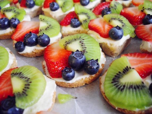 Appetizer/Dessert idea: Fruit Pizza Recipes, Fun Recipes, Food, Cream Cheese, Minis, Mexican Weddings, Mini Fruit Pizzas, Dessert, Sugar Cookie
