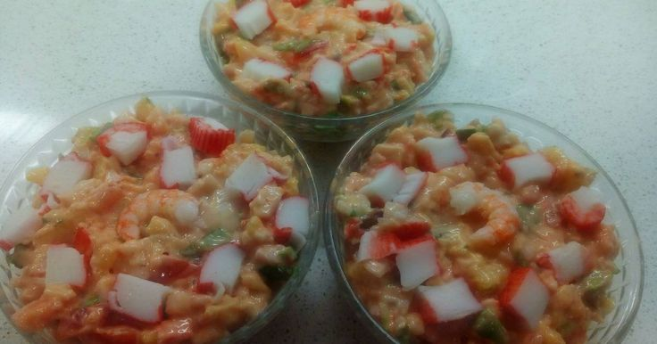 Fabulosa receta para Ensaladilla de surimi con piña para tupper. Ensalada fria de verano, ideal para dias de calor.