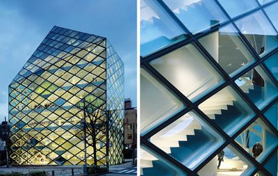 2003-1 / Opening of the second Prada Epicenter in Aoyama, Tokyo. Designed by architects Herzog & de Meuron, winners of the Pritzker Prize, the building, inspired by the shapes of a crystal, becomes a reference point in the urban landscape of the Japanese capital.