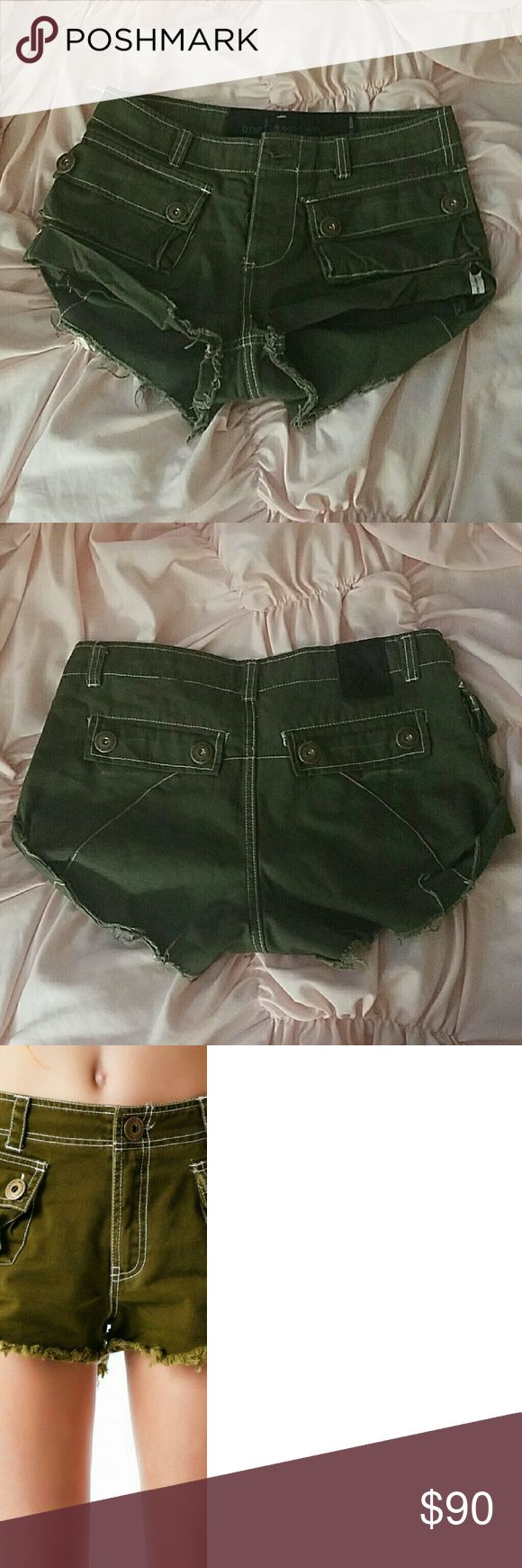 One teaspoon defender military shorts Size XS Fit large like all one teaspoon Perfect condition. Worn twice for a couple hours each.  Super cute; only willing to let go for the right price. One Teaspoon Shorts Cargos