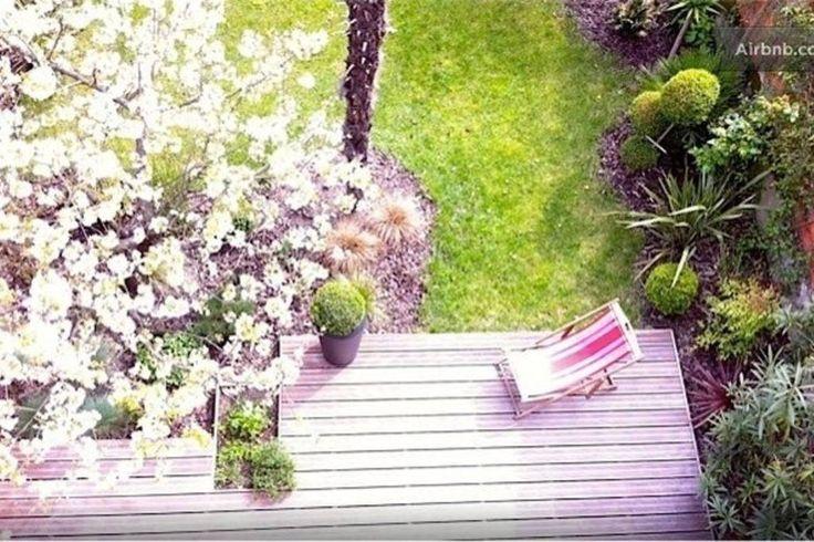 Appartement à Bordeaux, France. Studio juste rénové sur jardin dans Bordeaux, tout confort, beaucoup de charme ***** Quartier art-décO avec beaucoup de charme. A 2 pas du tram. Draps-serviettes inclus. Parking gratuit pour votre voiture (en exterieur)  NOUVEAU Studio chic sur ja...