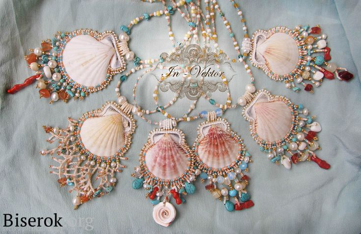 Bead embroidered shell pendants - free tutorial - by Olga Bezuglaya. She doesn't state the bead sizes but they look to be 10° or 11° and 15°. I've got various sized scallop shells and could pick 2 small shells for matching earrings too.