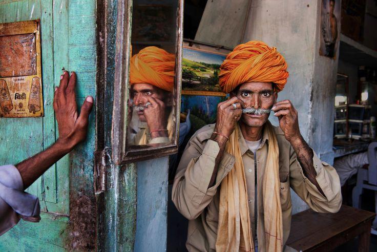 Стив Мак-Карри (Steve McCurry)Его стиль неизменен, а под прицелом его фотоаппарата – весь мир без границ: Индия, Афганистан, Ирак, Йемен, Ливан, Пакистан, Тибет, Бирма, Югославия, Камбоджа, Филиппины, Африка.