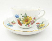 Triptis Porzellan tea cup and saucer - Floral teacup saucer gold trim scallop edge - Made in Germany