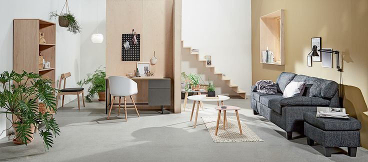 GEDSER sofa, GEDSER puff, ERNST lampe, KALVEHAVE spisestol, AGGERSBORG skrivebord, KALBY bokhylle/reol  | Casual Contrast | Skandinaviske hjem, nordisk design, Skandinavisk design, nordiske hjem, interiørdesign, innredning, stue, multifunksjonelle rom | JYSK